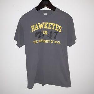 IOWA HAWKEYES Medium T-shirt 100% Cotton!